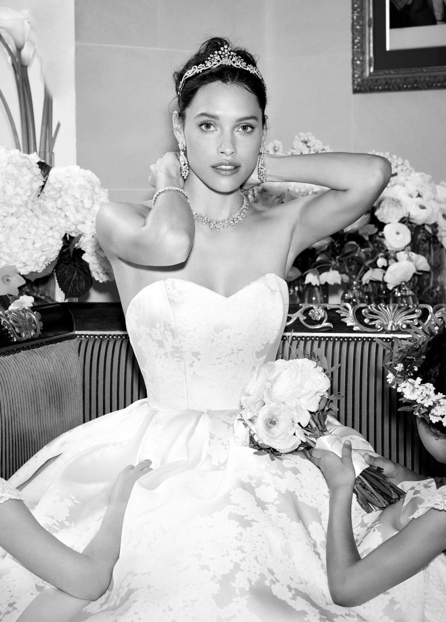 Bride wearing Graff Diamonds Crowning Glory Diamond Tiara