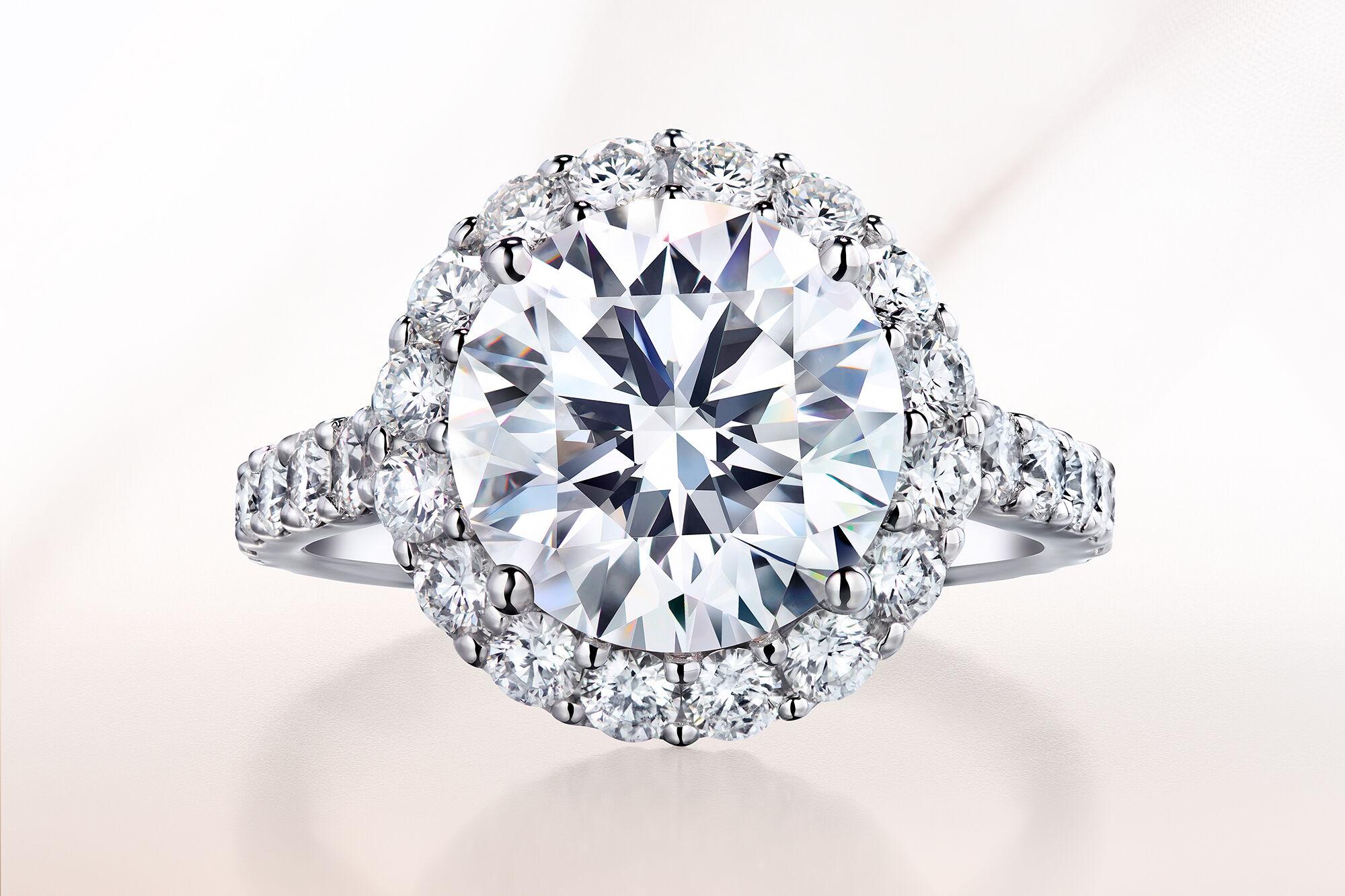 Graff Icon Round Diamond Engagement Ring