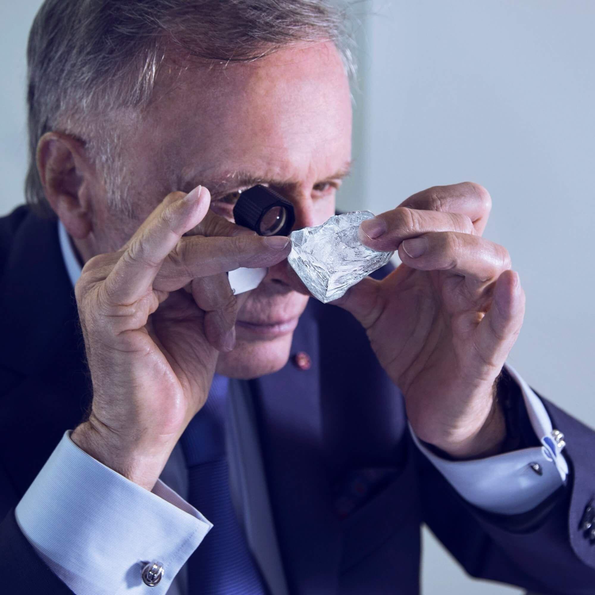 Mr Laurence Graff looking into the Lesedi La Rona rough diamond through a loupe