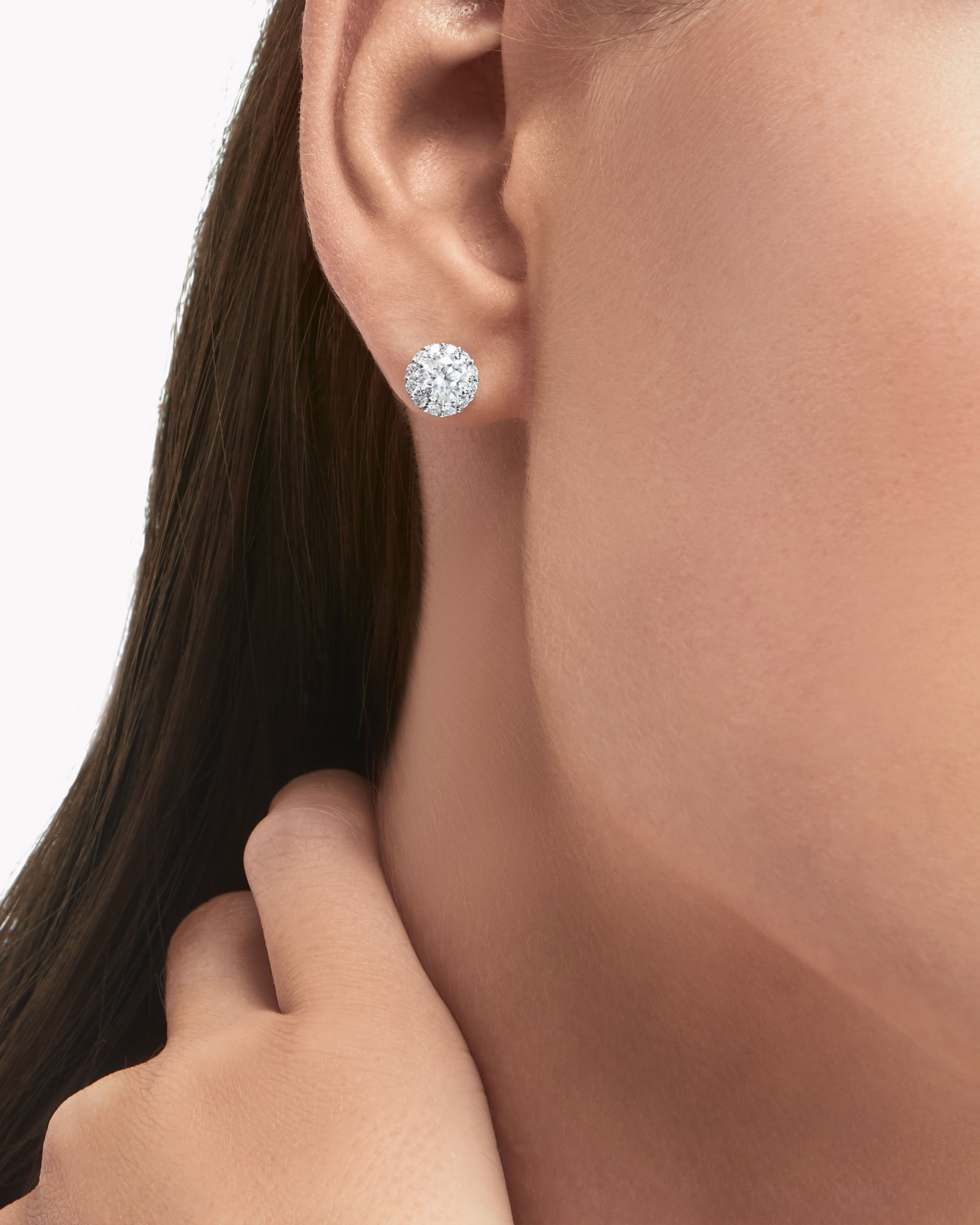 Model wear the Graff Jewellery collection diamond earrings