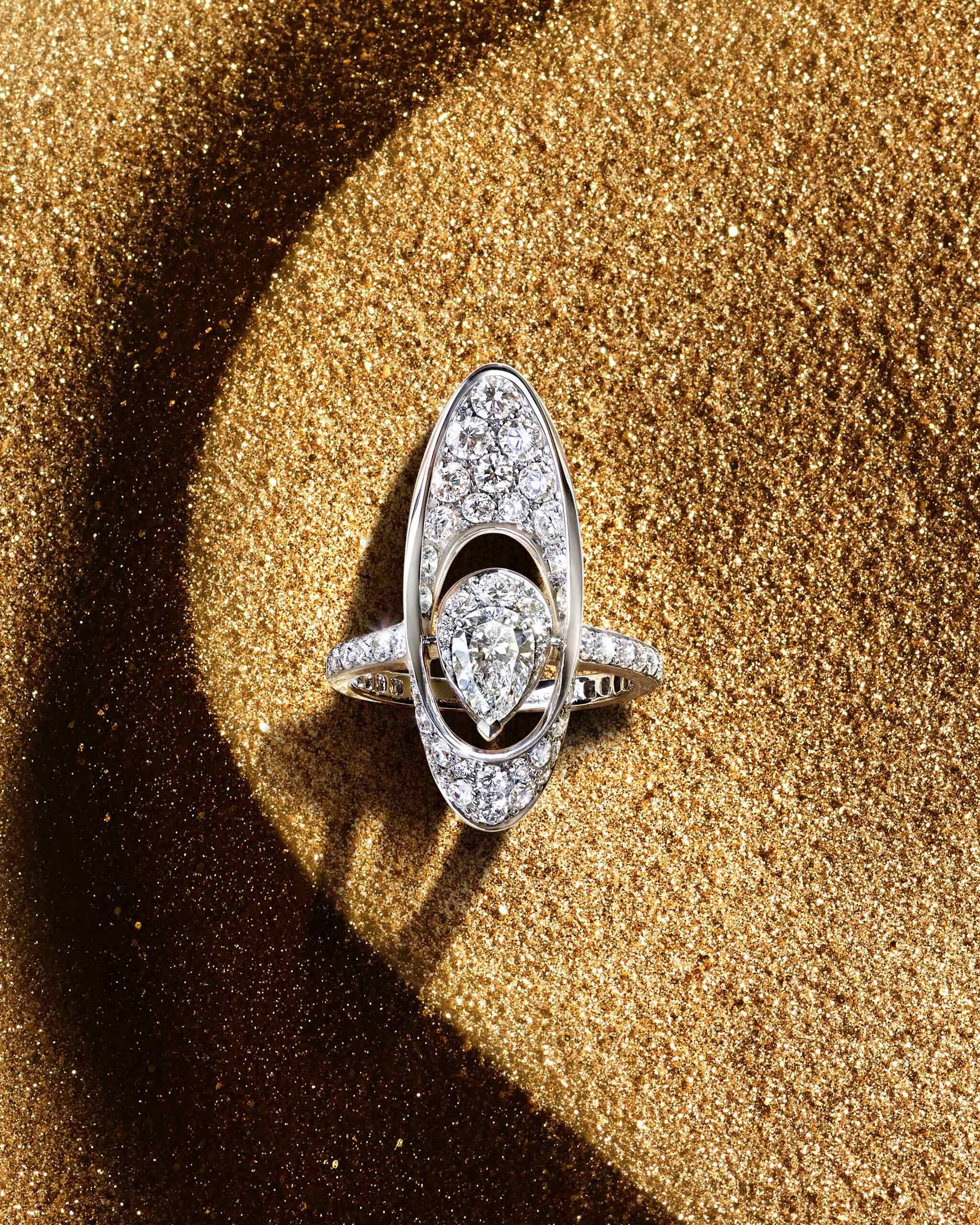The abstract Graff Gateway motif is showcased in a ring
