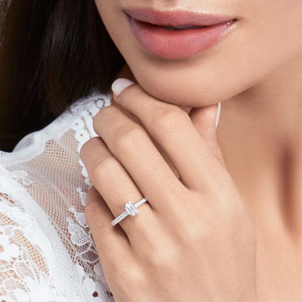 Flame祖母綠形切割鑽石訂婚戒指, , hi-res