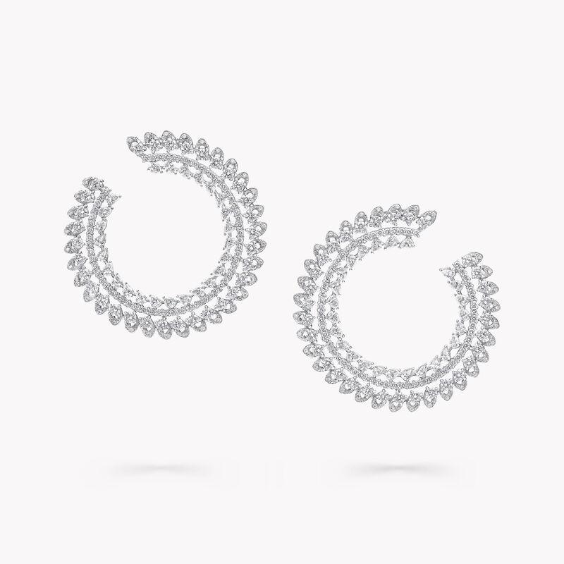 Boucles d'oreilles montantes en diamants motif Portail Graff, , hi-res