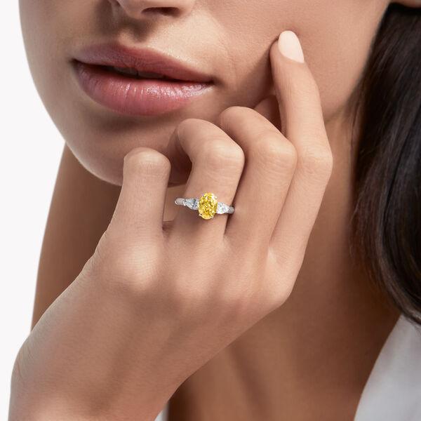 Bague de fiançailles en diamants jaunes de forme ovale Promise, , hi-res