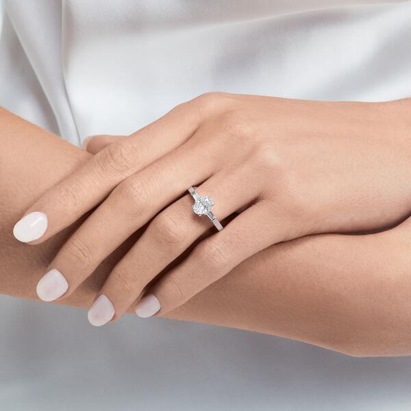 Promise橢圓形鑽石訂婚戒指, , hi-res