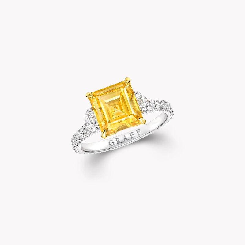 Bague de haute joaillerie en diamants jaunes et blancs taille émeraude, , hi-res
