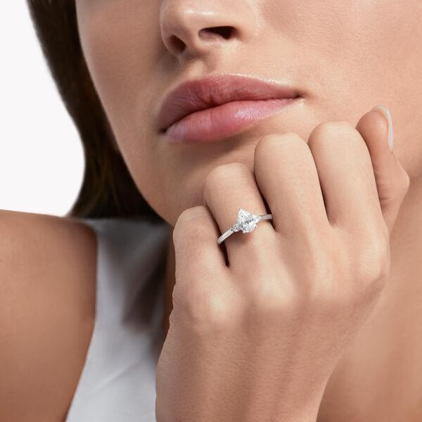 Promise梨形鑽石訂婚戒指, , hi-res