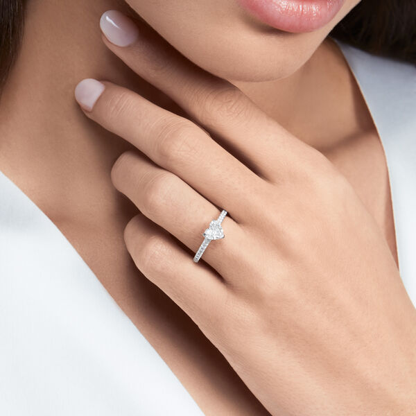 Bague de fiançailles en diamants en forme de cœur Flame, , hi-res