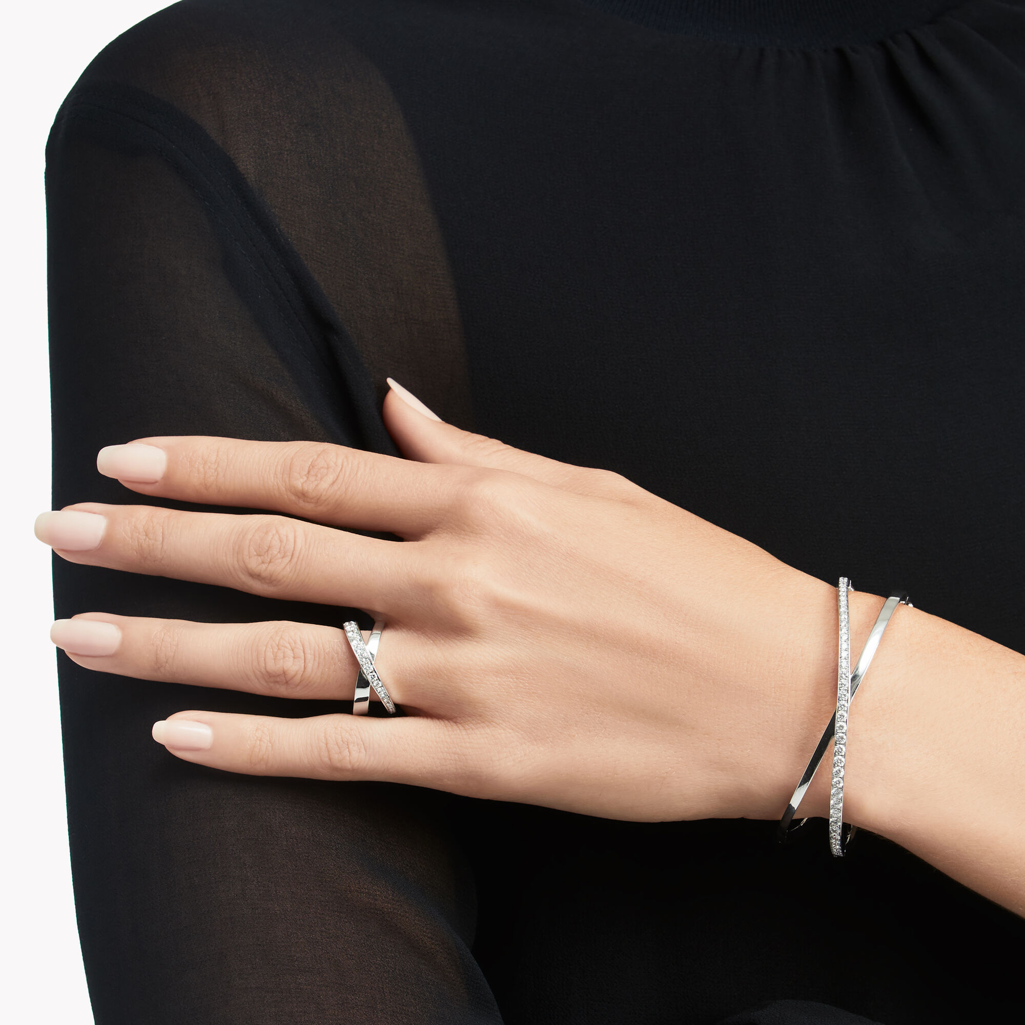 Model wears Kiss Diamond Bangle and Kiss Diamond Ring from the Graff jewellery collection