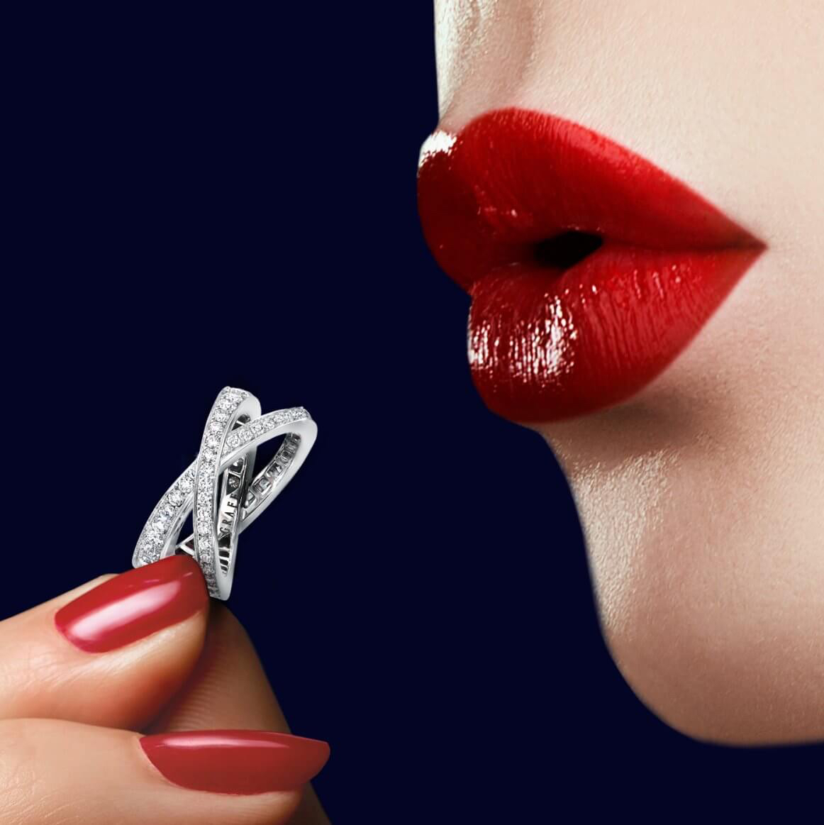 Model holding Kiss Pavé Diamond Ring from the Graff jewellery collection