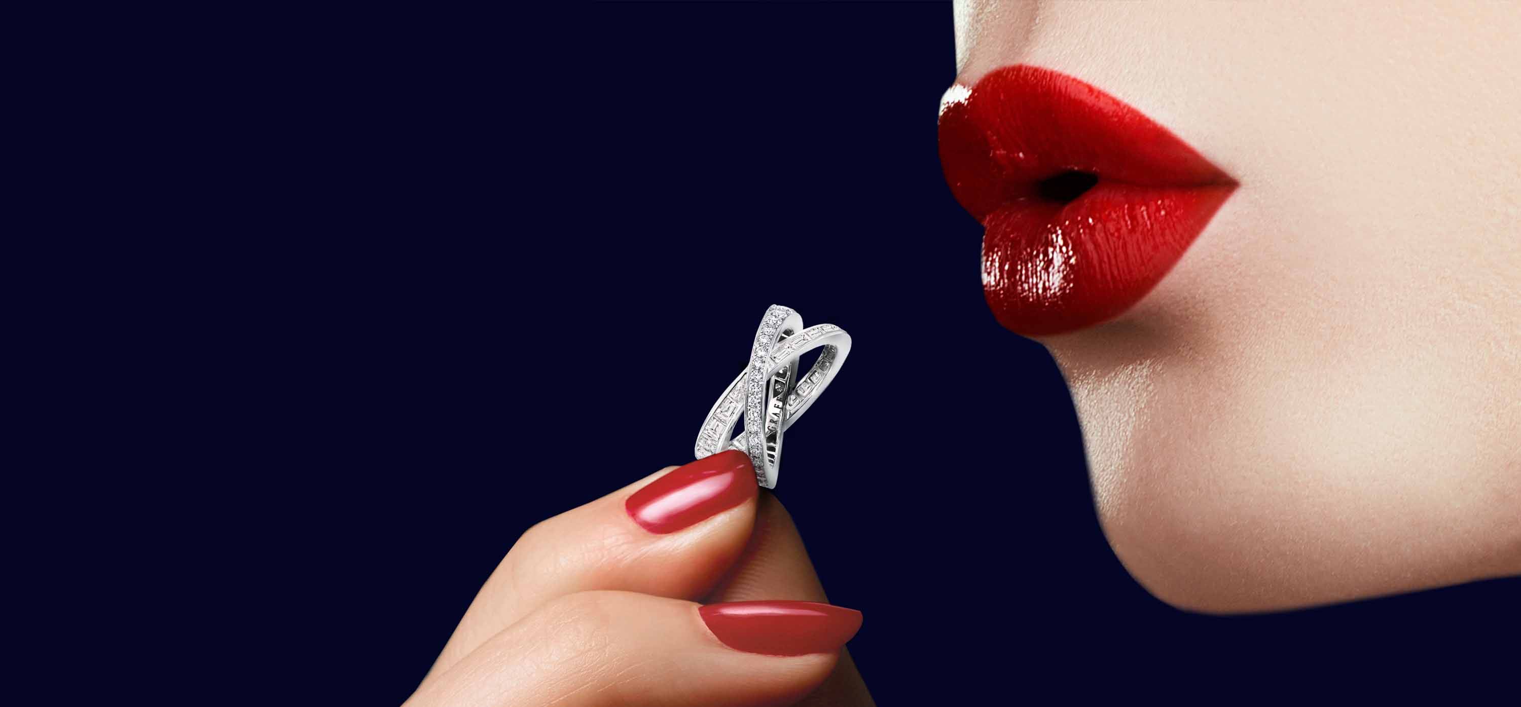 Model holding Kiss Pavé Baguette and round Diamond Ring from the Graff Kiss Jewellery Collection